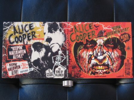 Alice Cooper : Keepin' Halloween Alive! outside