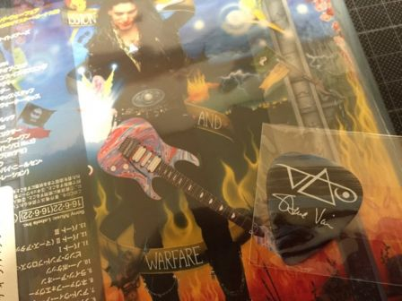 "Steve Vai : Un des trois médiators exclusifs Ibanez Japan de ""Passion and Warfare 25th Anniversary Edition"""