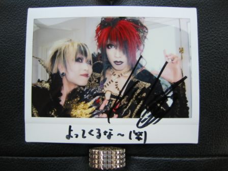 凛 -the end of corruption world-: Polaroïd of RIKU & KISAKI autographed by KISAKI